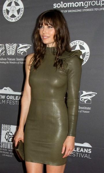 Jessica Biel yeşil mini elbiseyle etkinlikte
