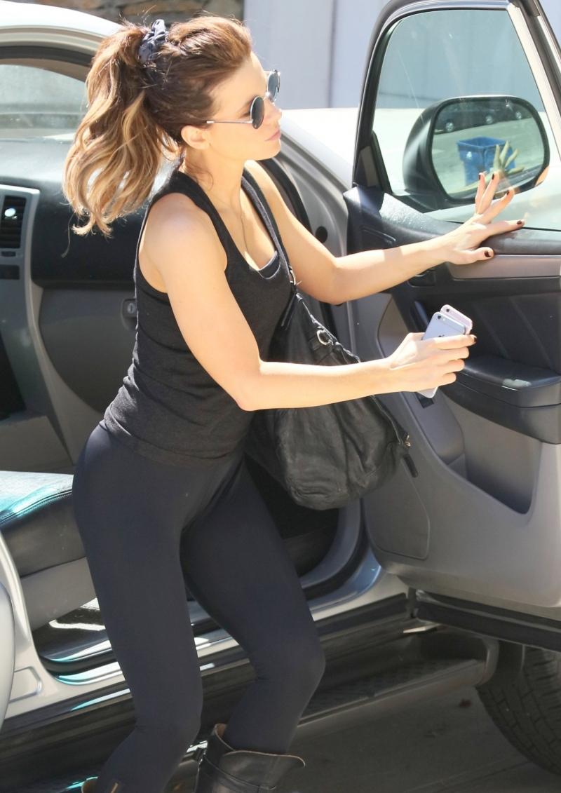 Kate Beckinsale siyah taytla