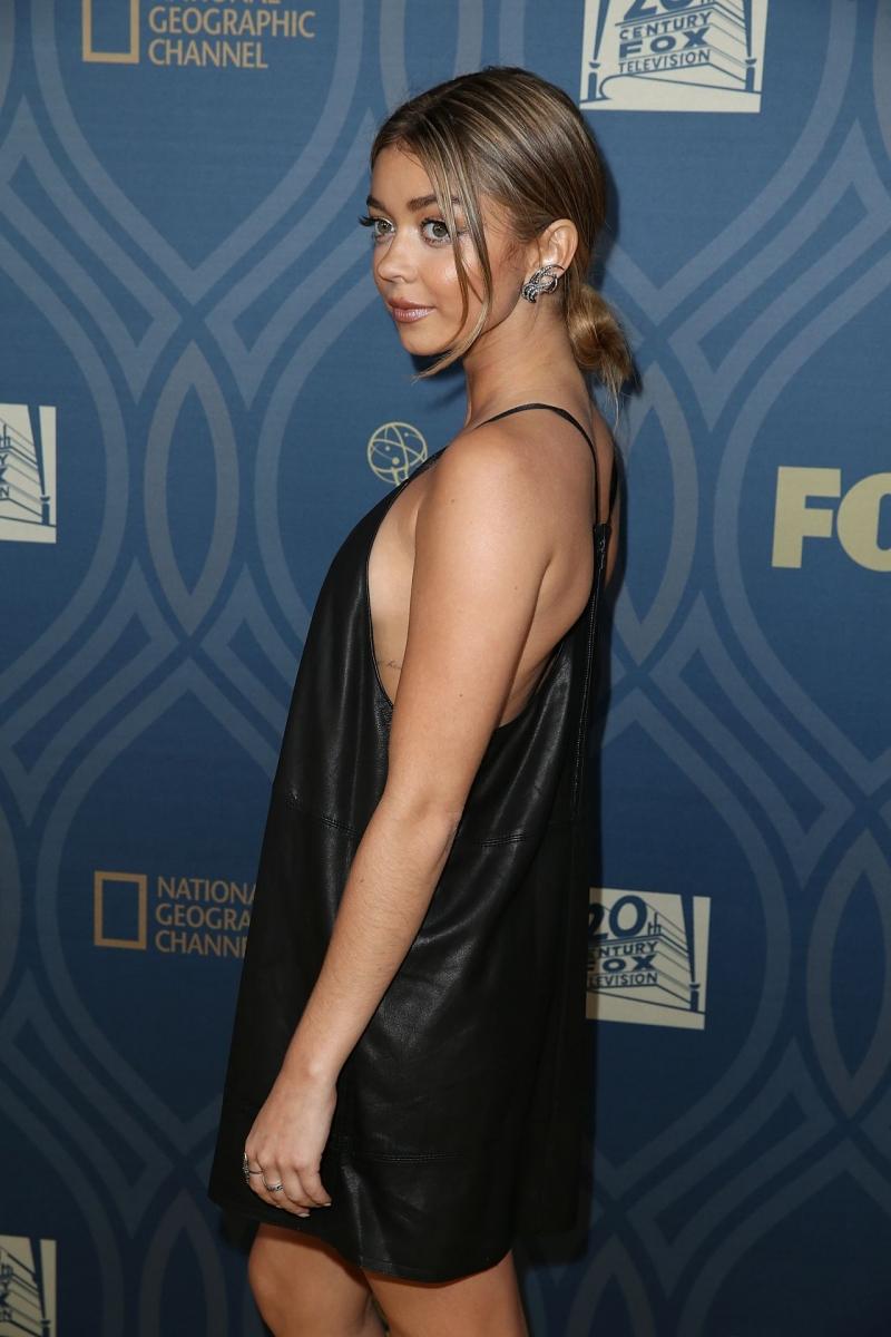 Sarah Hyland siyah mini elbise ile Emmy Partide