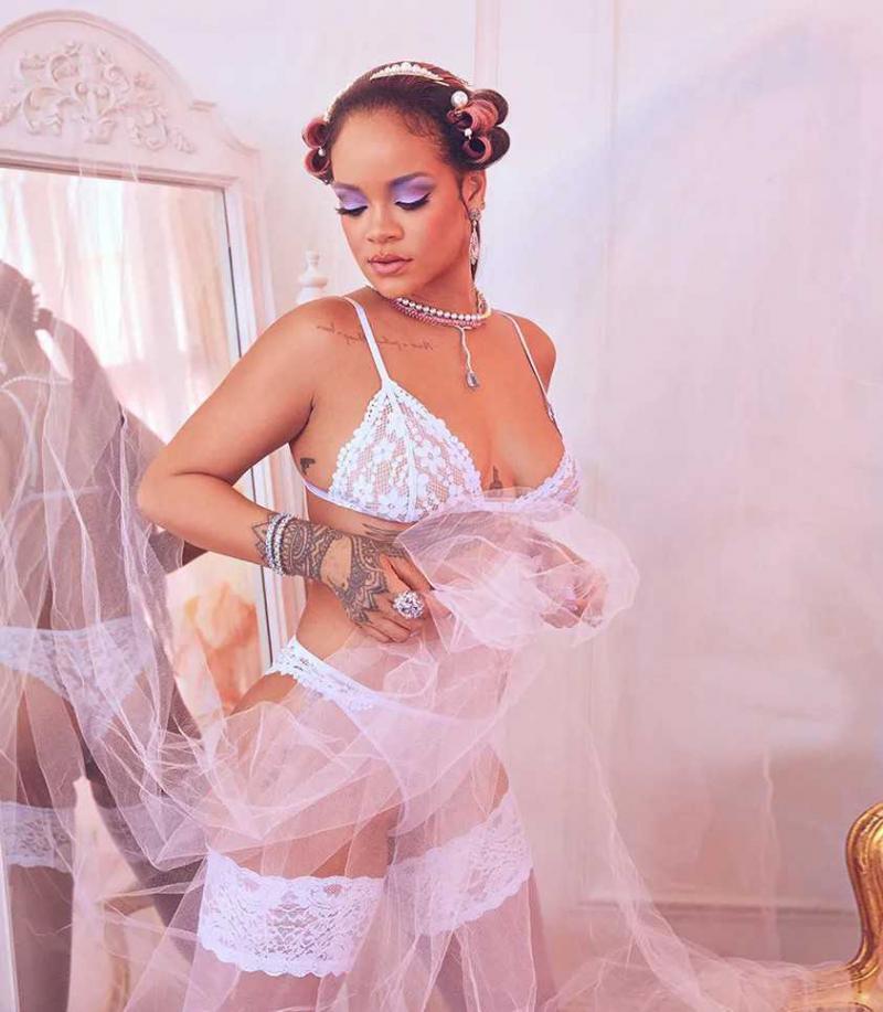 Rihanna beyaz iç çamaşırıyla çekimlerde