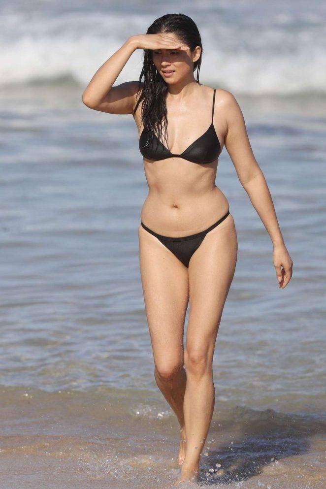 Jessica Gomes siyah bikinisiyle