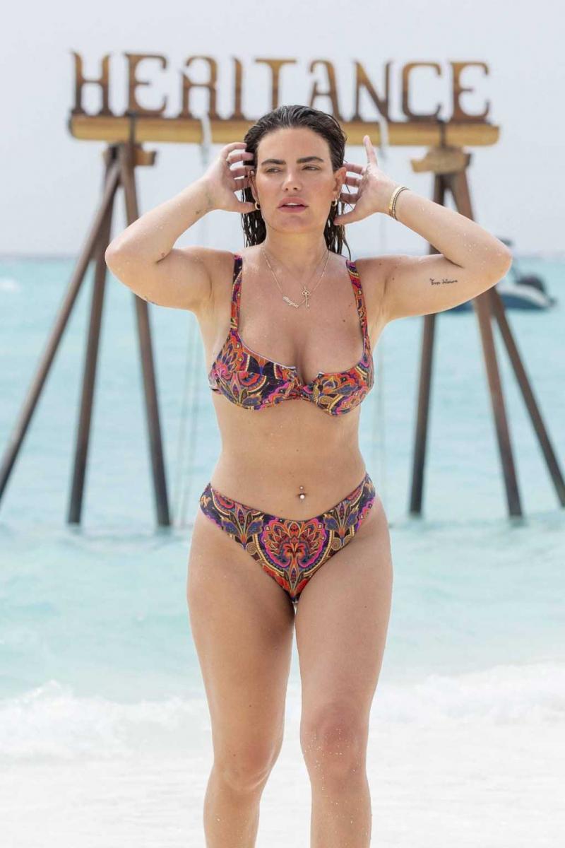 Megan Barton Hanson kız arkadaşıyla Maldivlerde