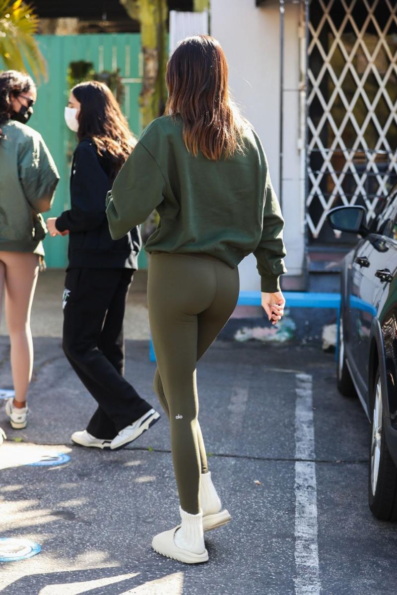 Kendall Jenner taytla Batı Hollywood'da 20/03/2021