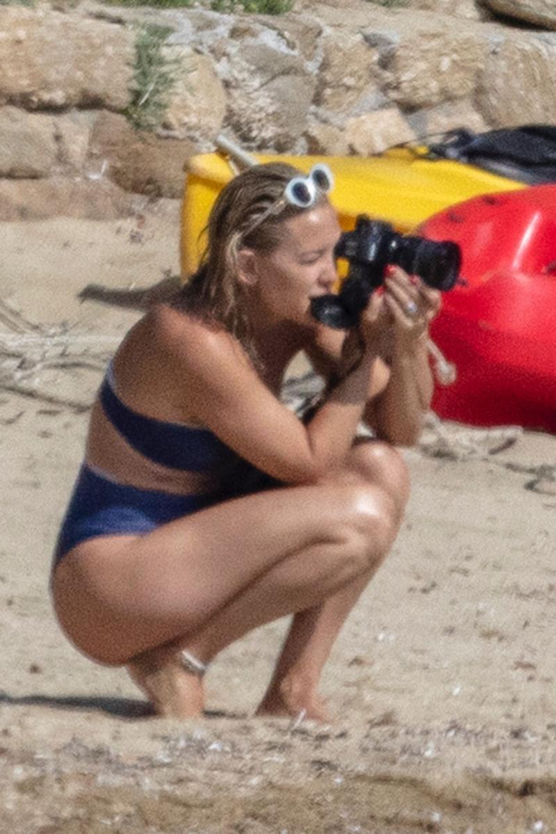 Kate Hudson bikini ile Skitahos Adası'nda