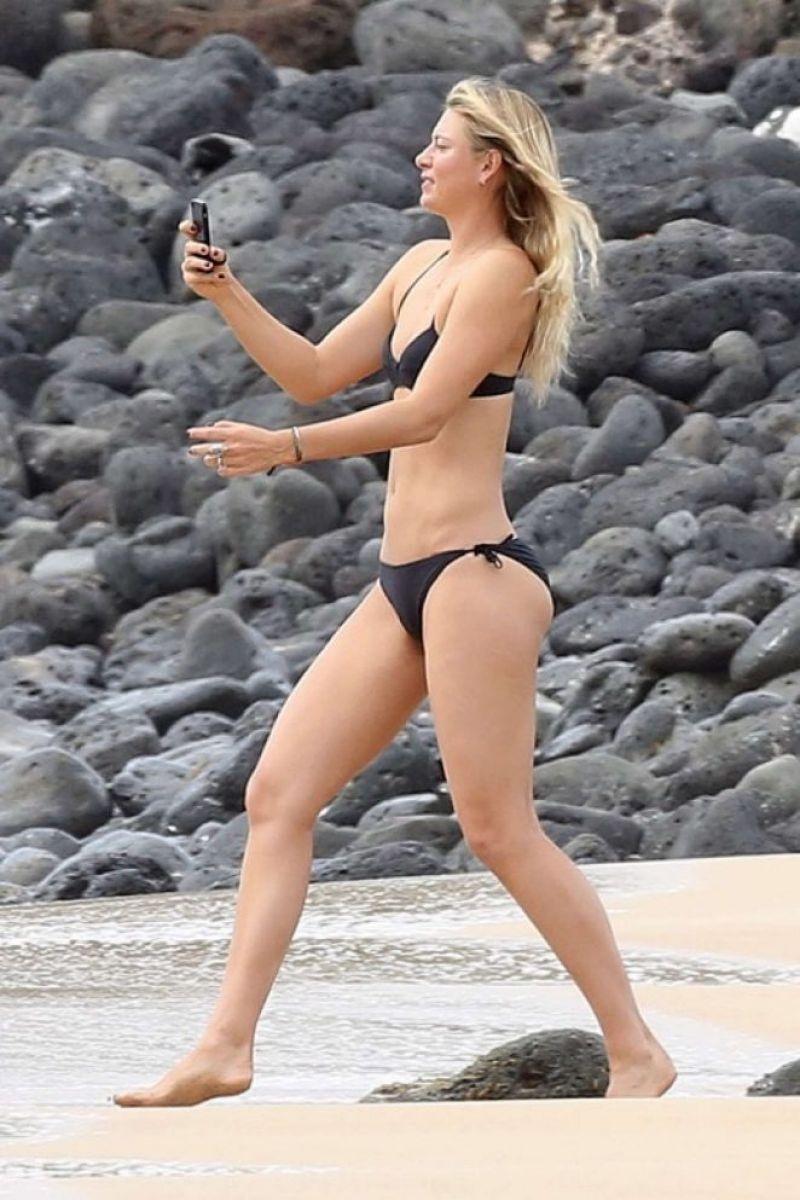 Maria Sharapova siyah bikini ile denizde