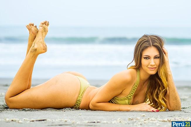 Jessamin Chaparro bikiniyle plajda