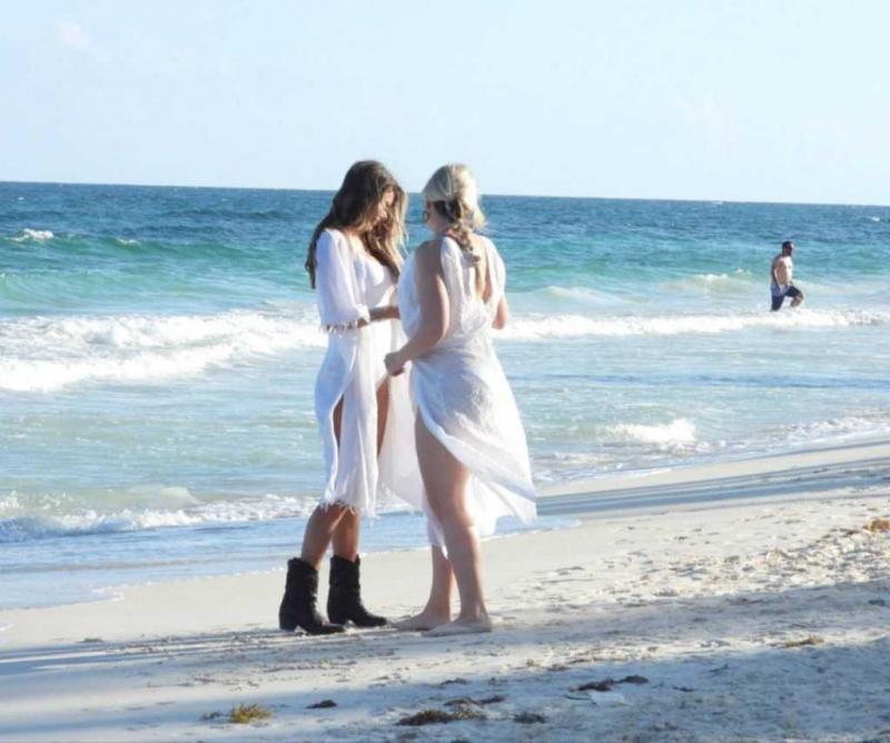 Chloe Sims beyaz bikini ile Tulum'da