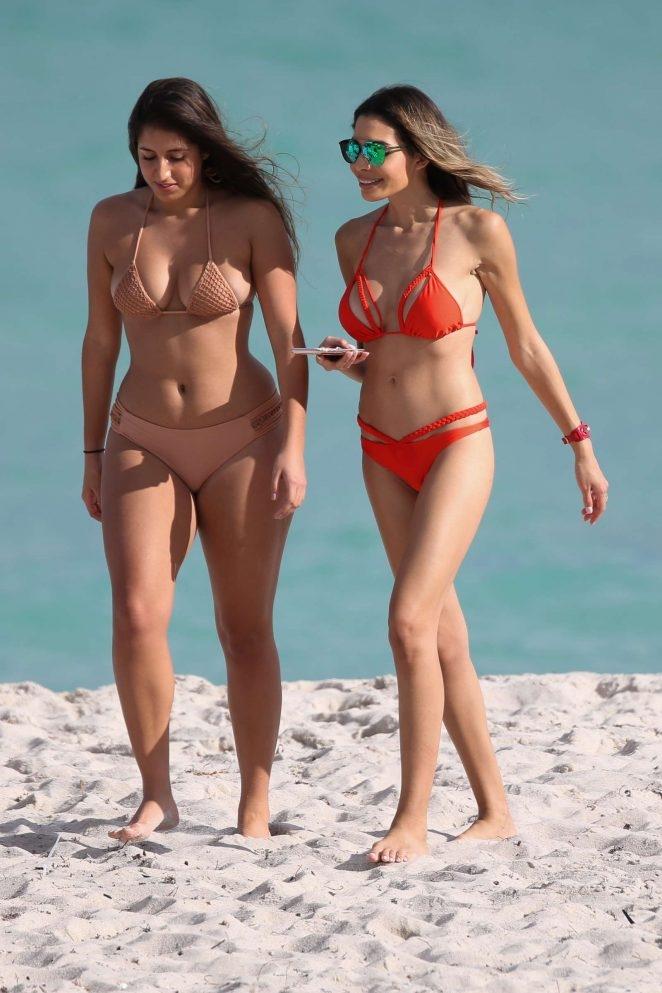 Jasmine Tosh - Miami plajı