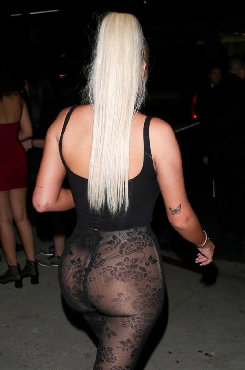 Anastasia Karanikolaou şeffaf elbiseyle Batı Hollywood'da