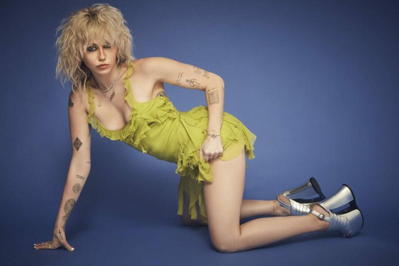 Miley Cyrus fotoğraf çekimlerinde