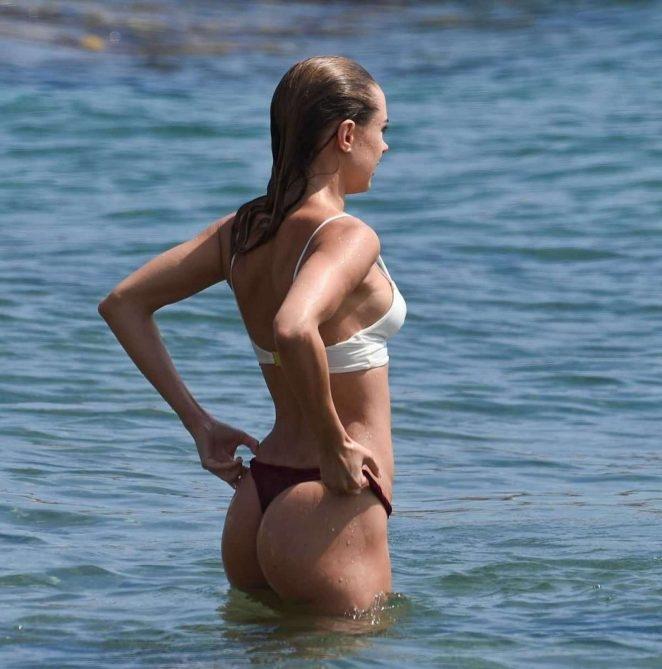 Kimberley Garner - kırmızı beyaz bikini