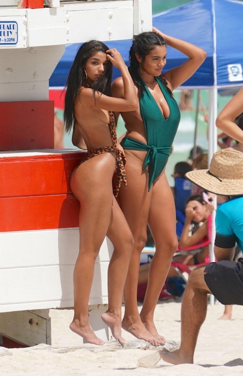 Yovanna Ventura bikiniyle Miami plajında