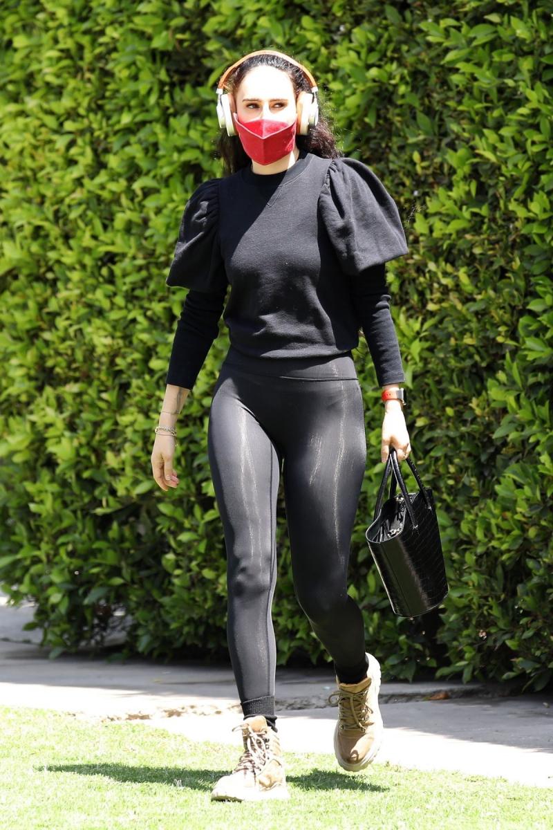 Rumer Willis siyah taytla Batı Hollywood'da 18/04/2021