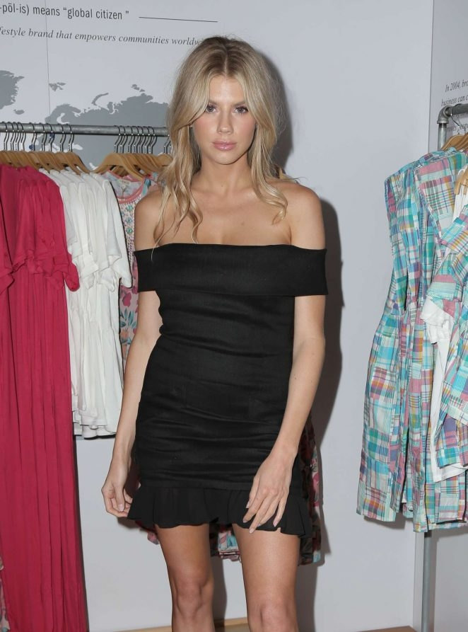 Charlotte McKinney siyah mini elbise ile Hollywood'da