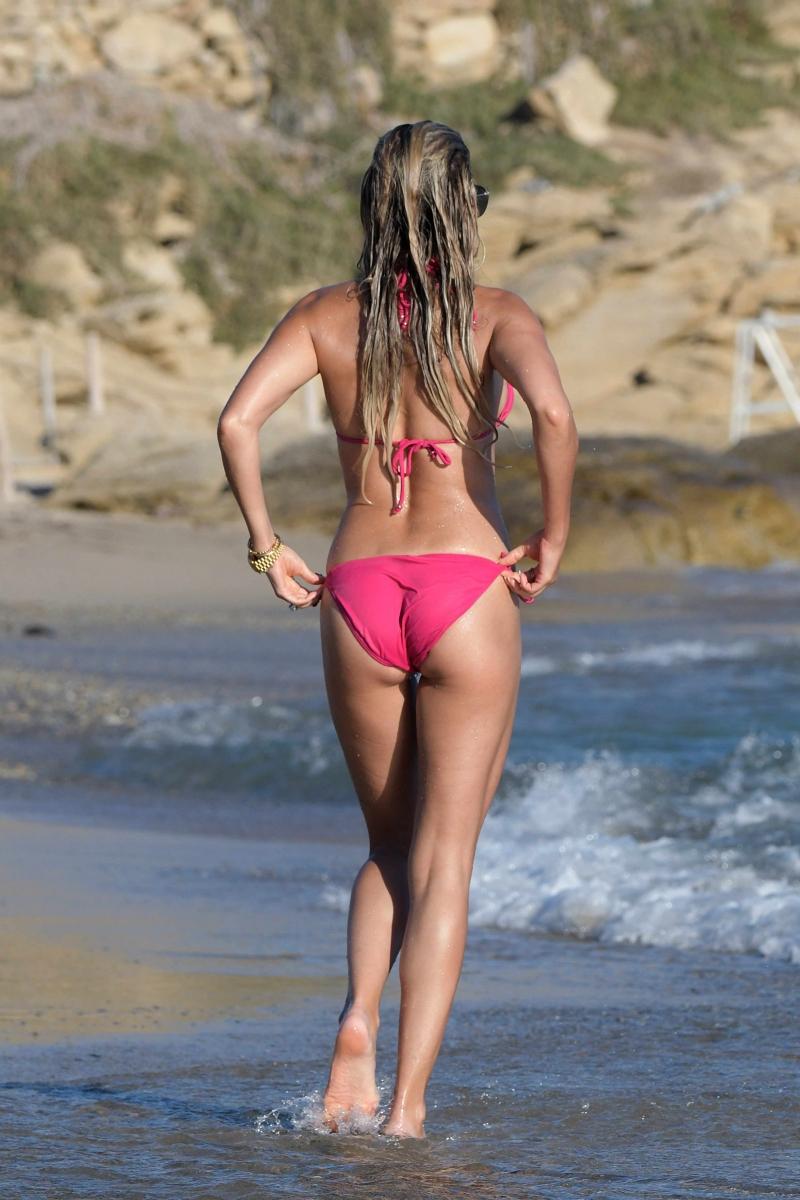 Sylvie Meis pembe bikiniyle