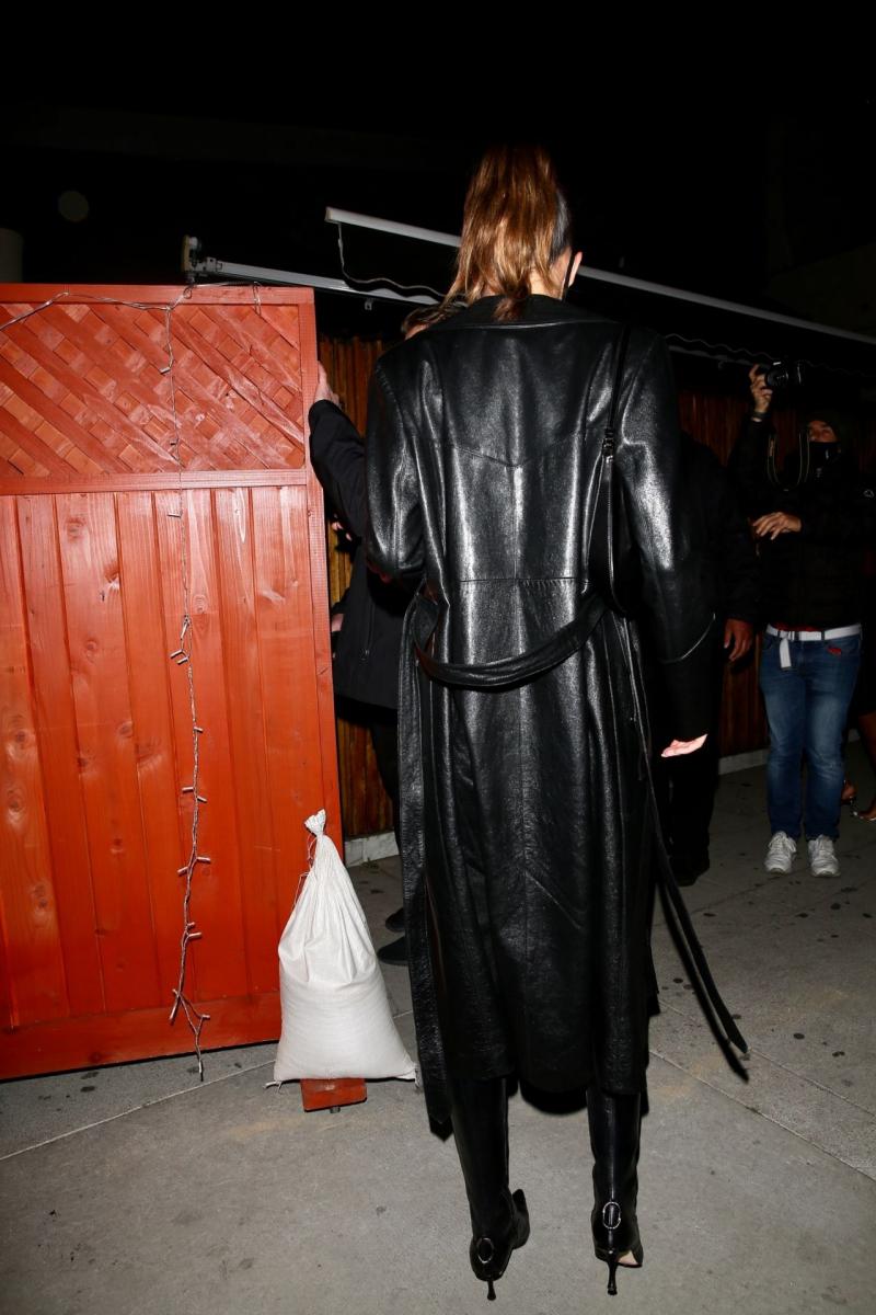 Kendall Jenner mini etekle Nice guy Club'da