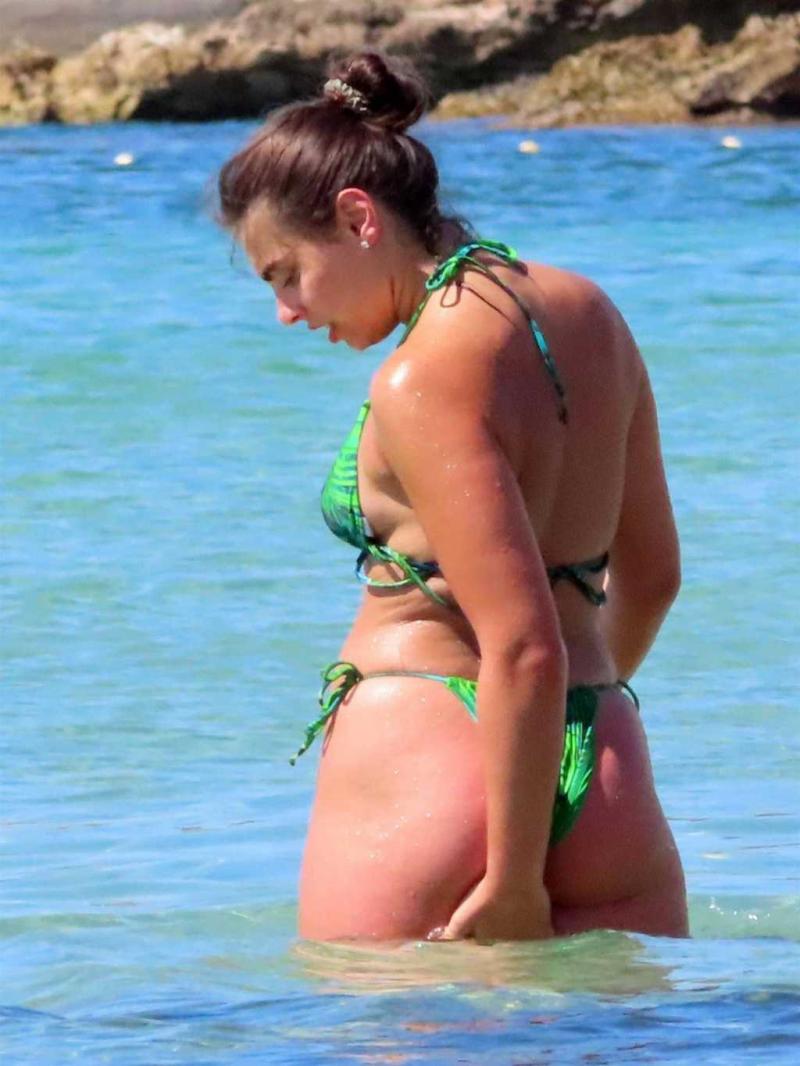 Francesca Allen, Georgia Steel ve Elma Pazar Ibiza'da