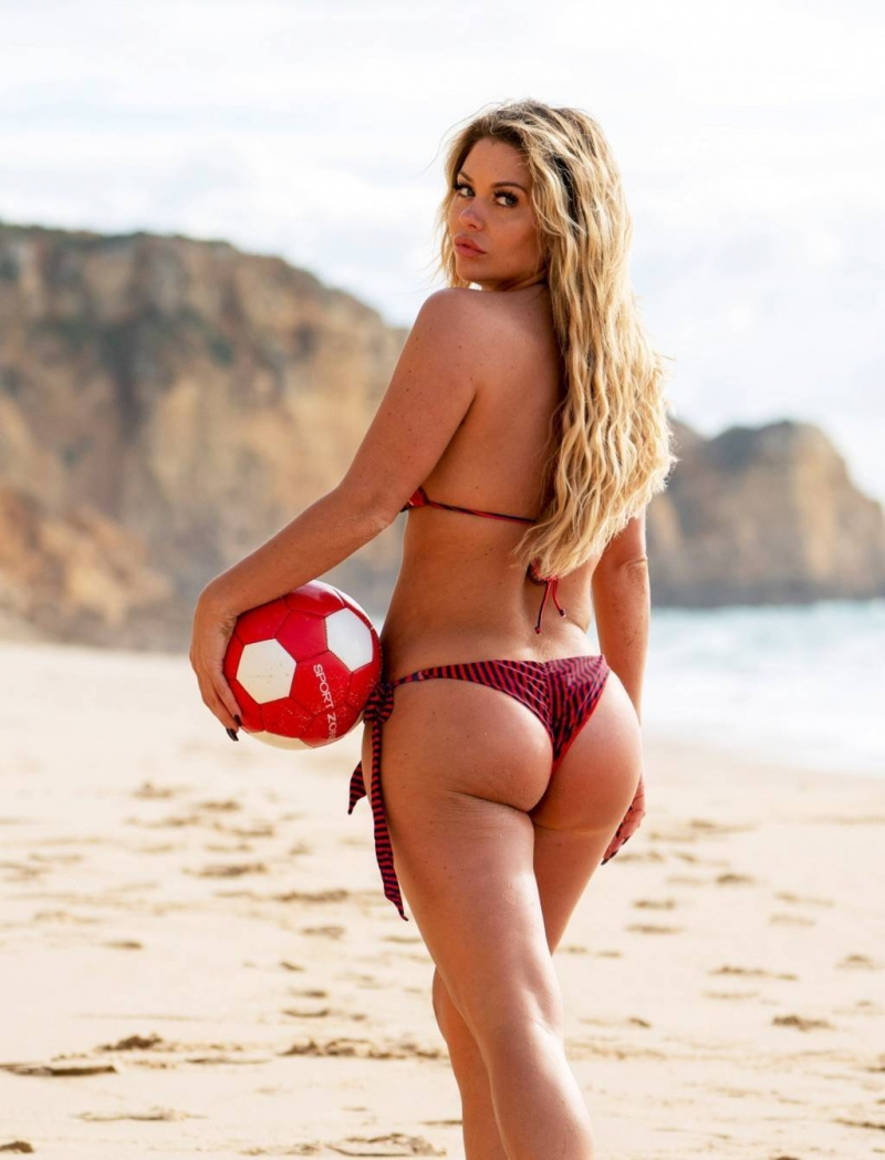 Bianca Gascoigne - bikini