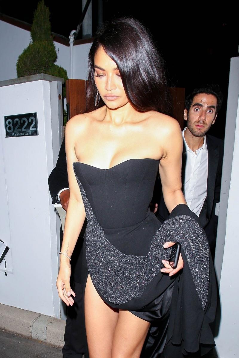 Shanina Shaik siyah elbiseyle Bel Air'de