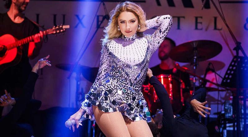 Hadise mini elbiseyle Kıbrıs'ta