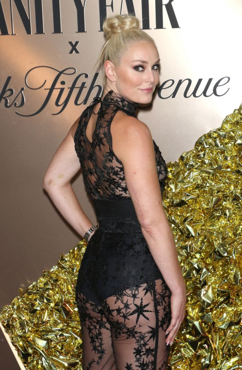 Lindsey Vonn transparan kostümüyle Vanity Fair etkinliğinde