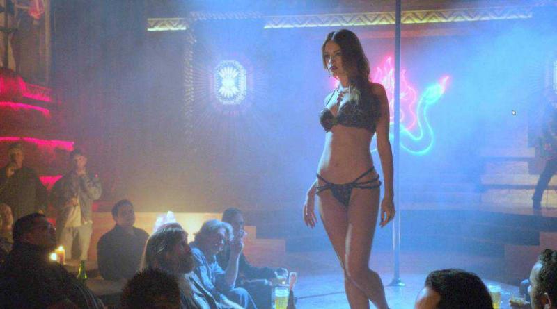 Eiza Gonzalez iç çamaşırıyla 'From Dusk Till Dawn' setinde
