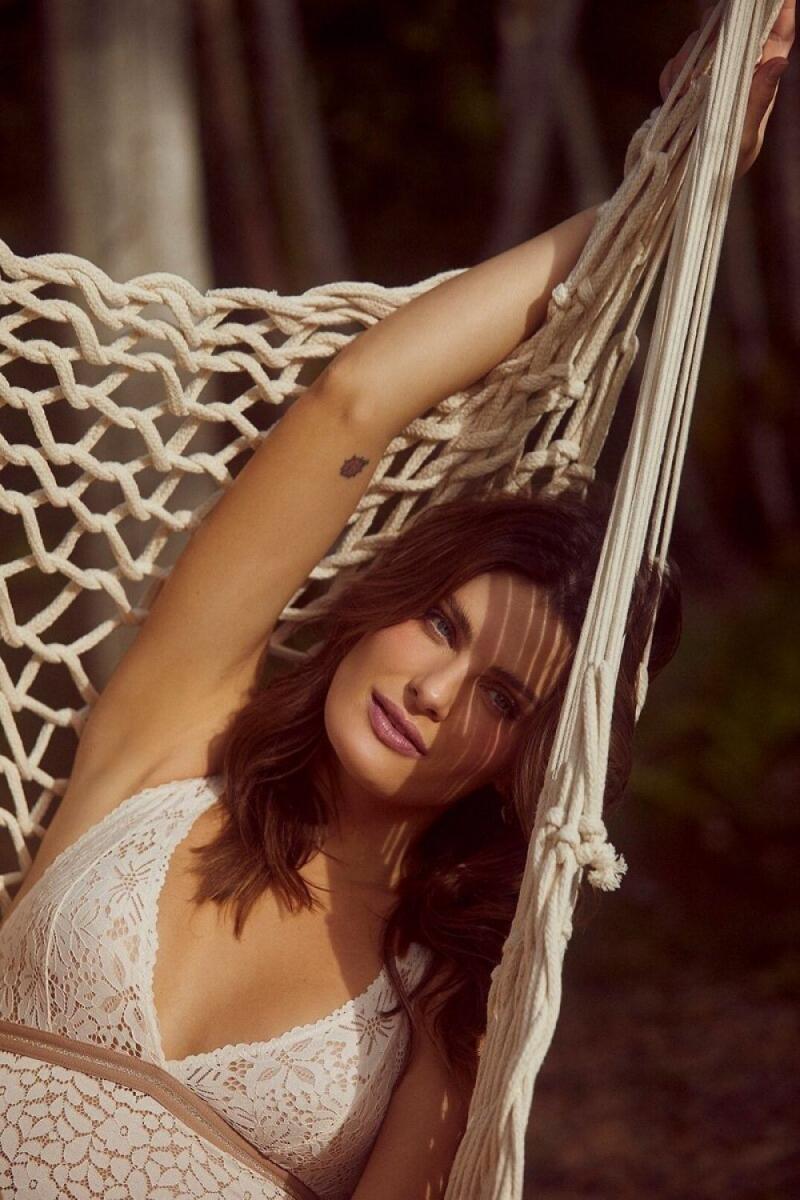 Isabeli Fontana fotoğraf çekimlerinde