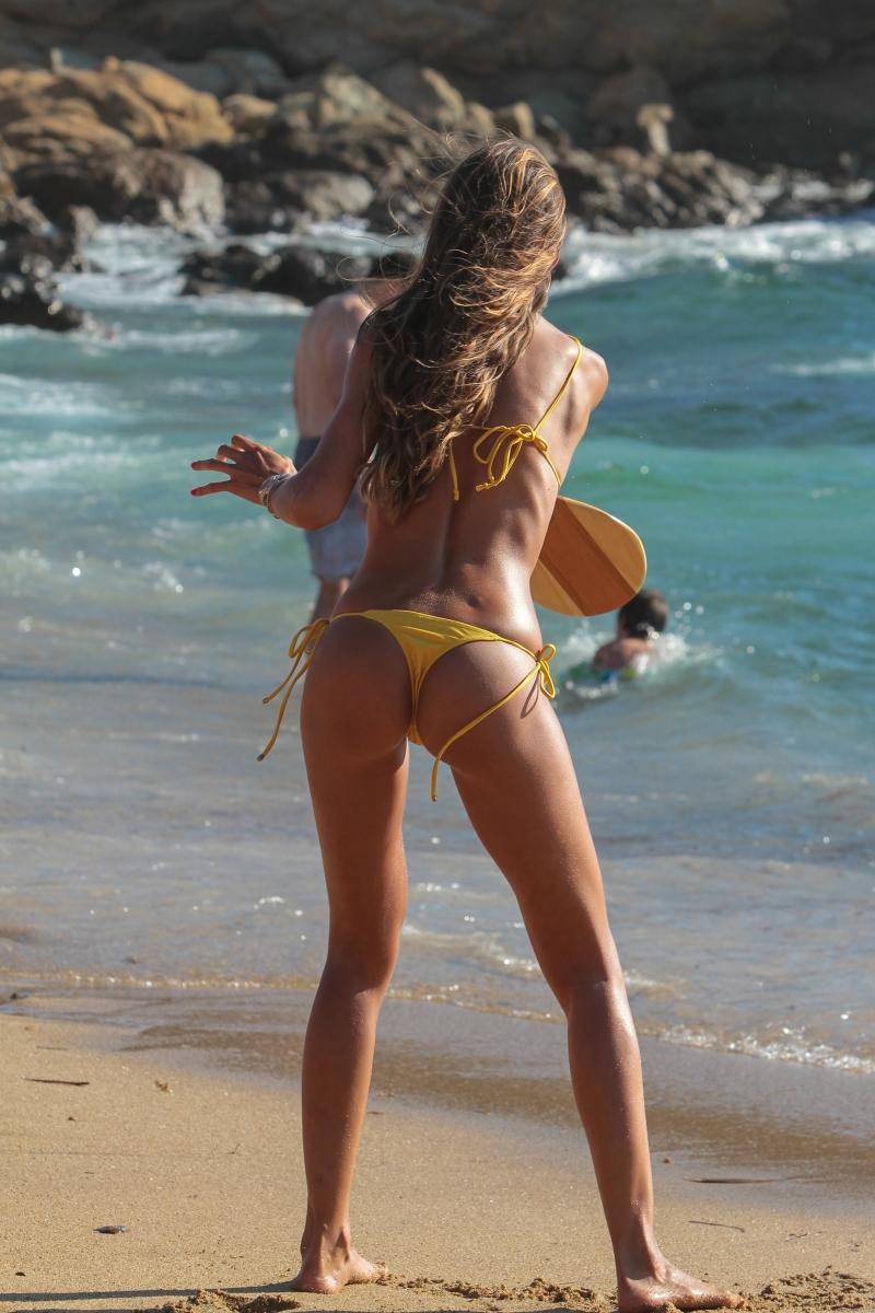Izabel Goulart sarı bikiniyle