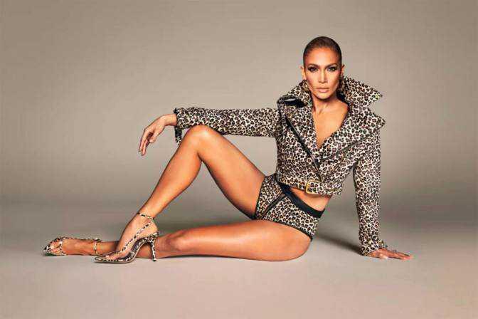 Jennifer Lopez ürün tanıtımında
