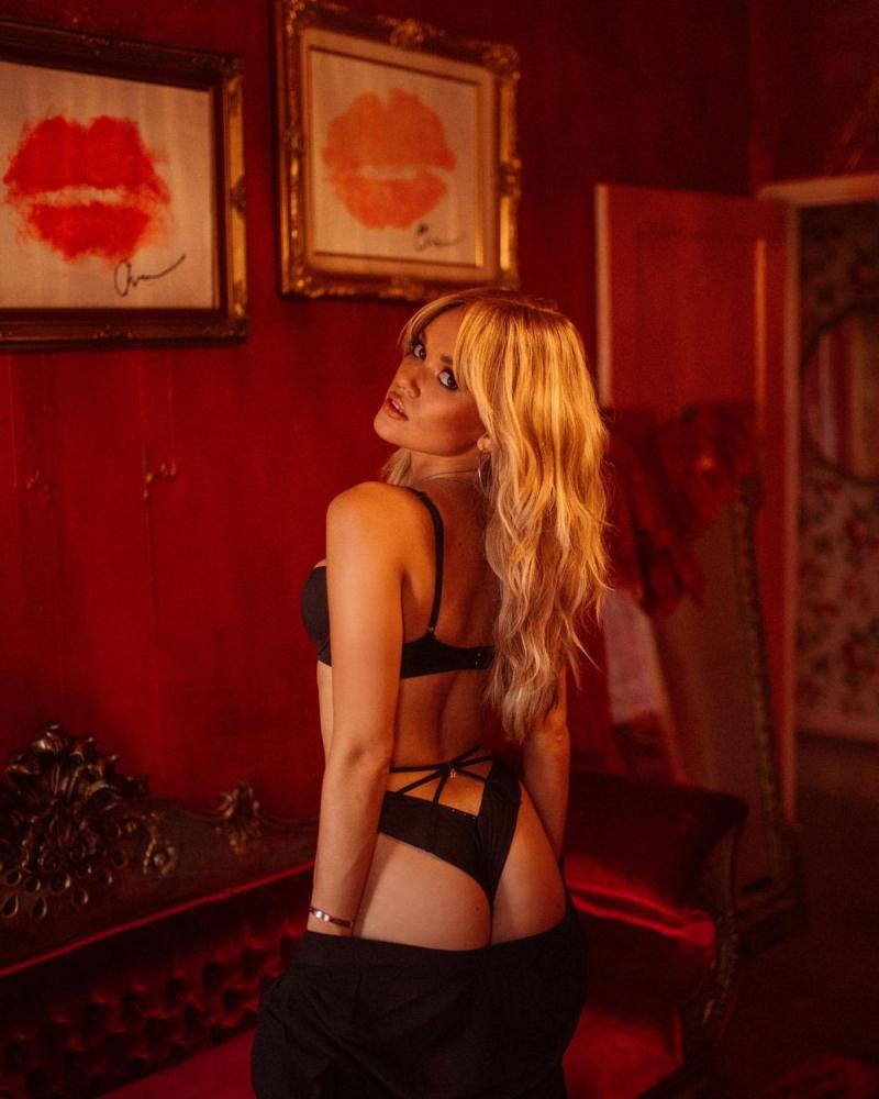 Madison Pettis Savage x Fenty iç çamaşırı çekimlerinde