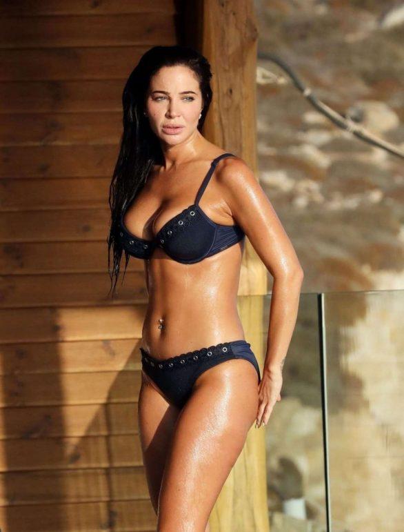 Tulisa Contostavlos bikini ile Yunanistan'da