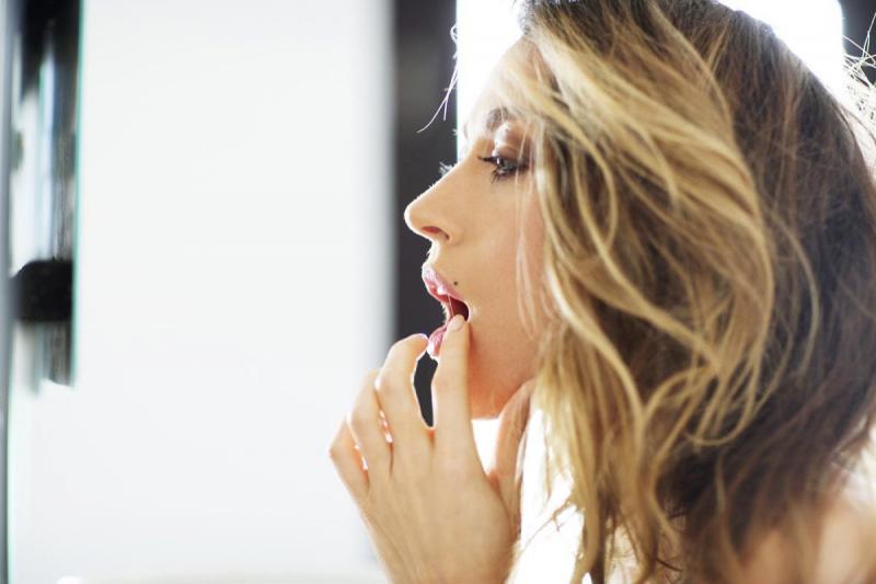 Natalie Zea Eesquire Me in My Place çekimlerinde