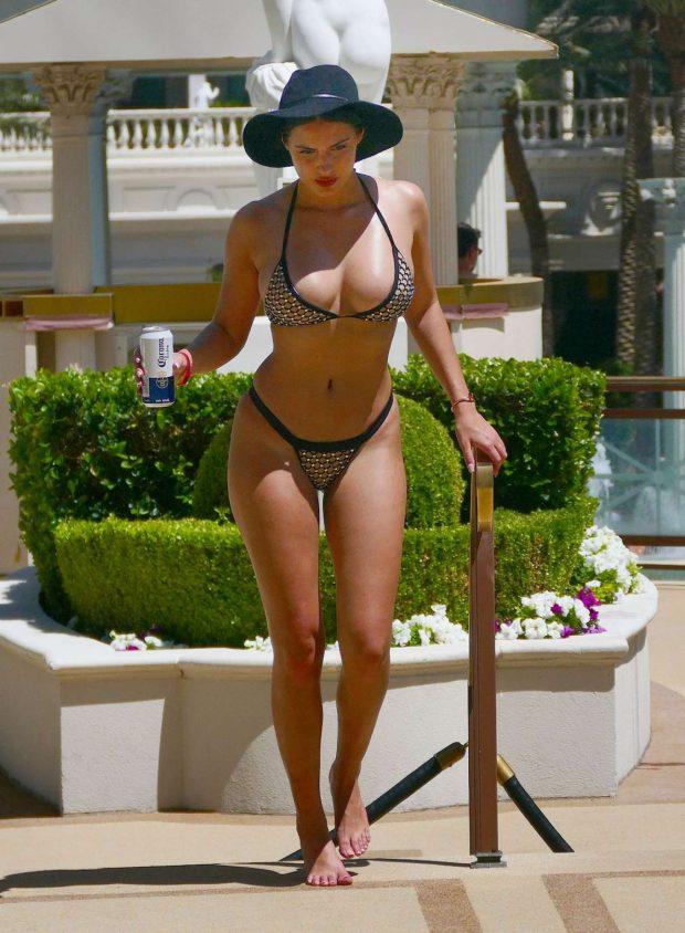 Tao Wickrath bikiniyle Las Vegas'ta