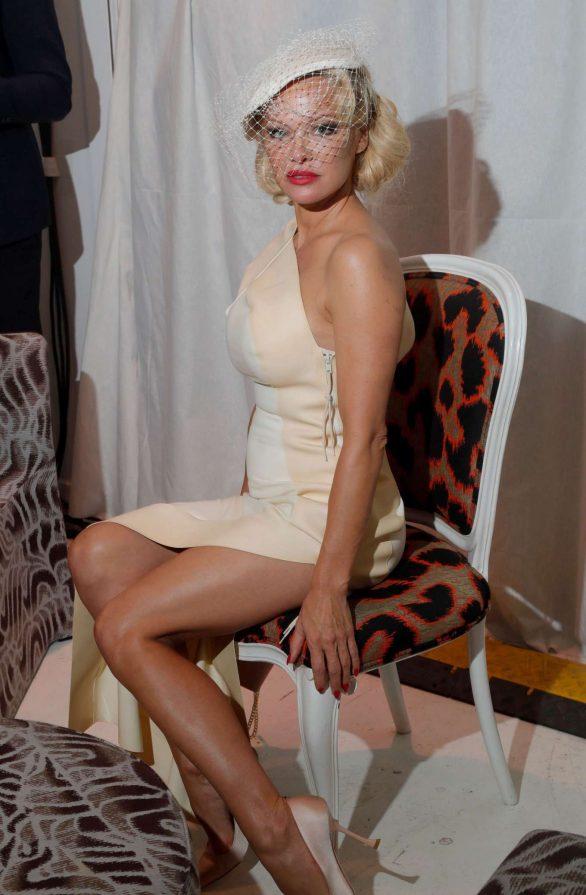 Pamela Anderson Paris'te Vivienne Westwood etkinliğinde