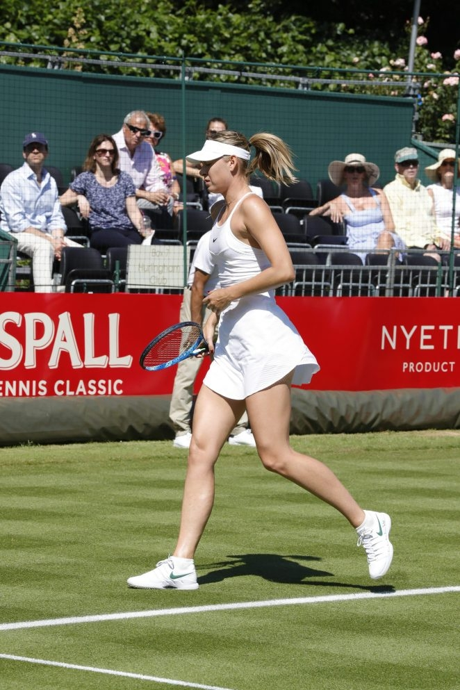 Maria Sharapova beyaz tenis elbisesiyle