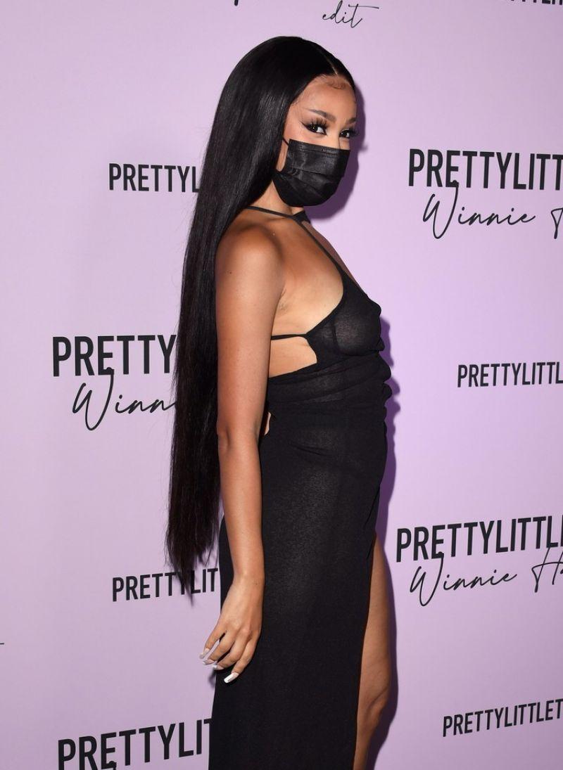 Doja Cat siyah elbiseyle Hollywood'da