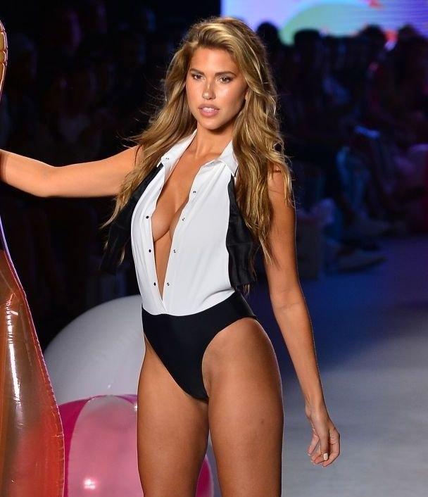 Kara Del Toro – Miami'de mayo ve bikini tanıtımına katıldı