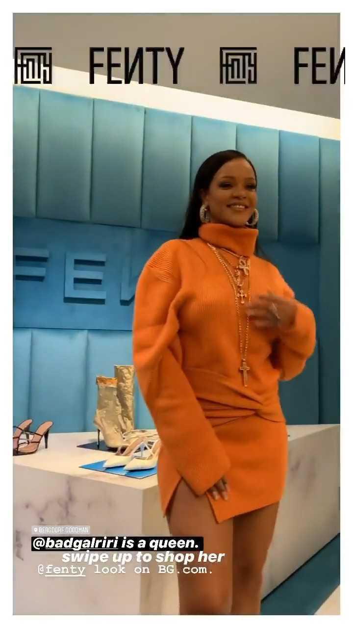 Rihanna turuncu mini elbiseyle