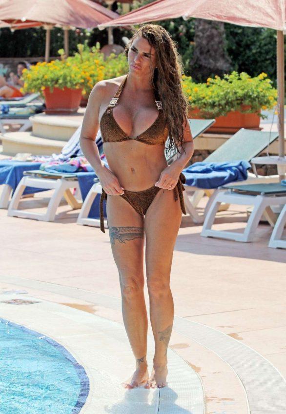 Katie Price bikini ile İstanbul'da