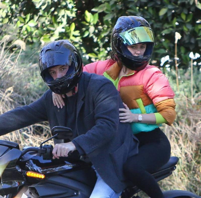 Ana De Armas Brentwood'da motosiklette