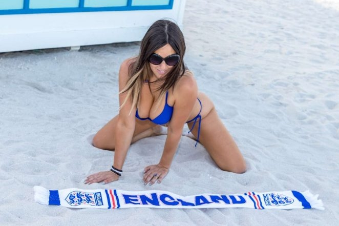 Claudia Romani mavi bikini