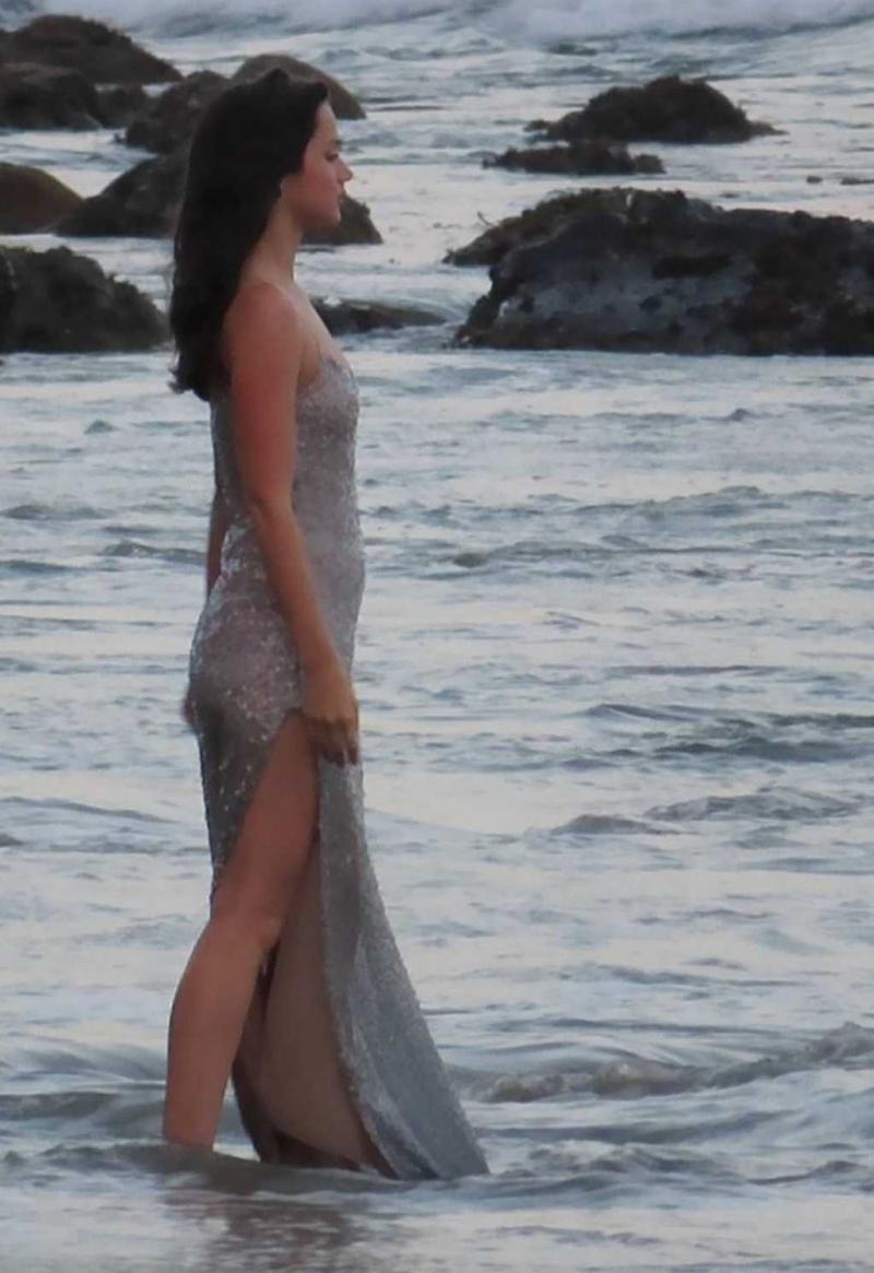 Ana de Armas Malibu'da reklam çekiminde