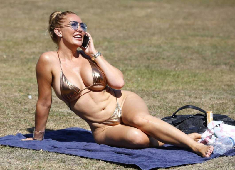Aisleyne Horgan-Wallace bikini ile London Park'ta