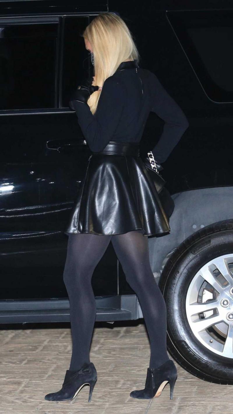 Paris Hilton Malibu'da akşam yemeğinde