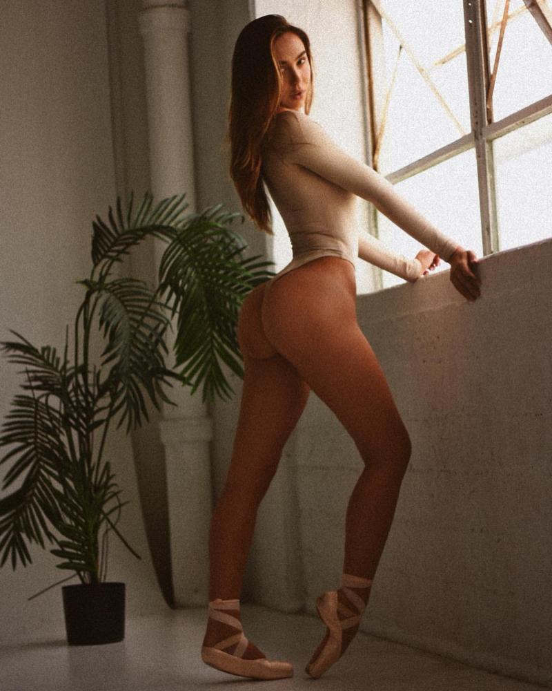 Alexis Ren Melissa Cartagena çekimlerinde
