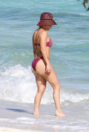 Jennifer Lopez bikini ile Turks and Caicos Adaları'nda