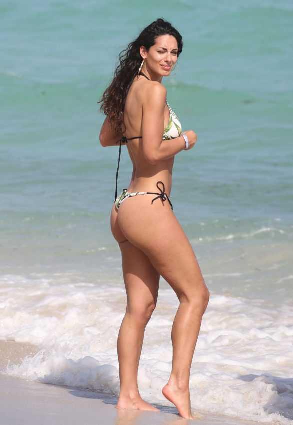 Raffaella Modugno bikiniyle Miami plajında