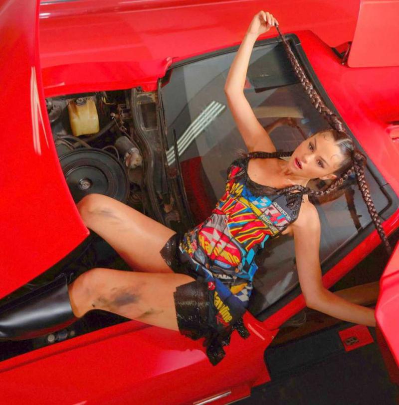 Selena Gomez Interview Magazin çekimlerinde
