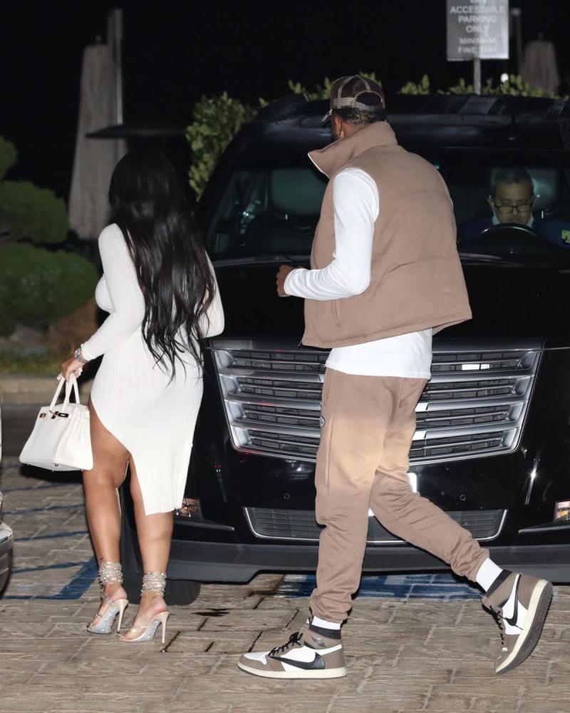 Jordyn Woods beyaz elbiseyle Malibu'da