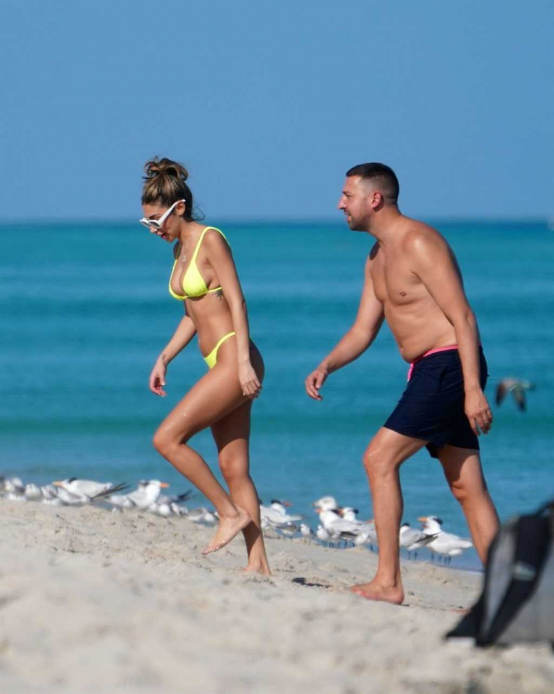 Chantel Jeffries sarı tanga bikiniyle Miami'de